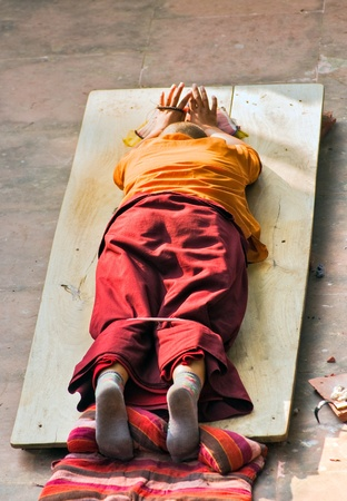 Monk praying in Bodhgaya, at Mahabodhi Temple, under the BodhiTree,Bihar, India. Stock Photo - 8982981