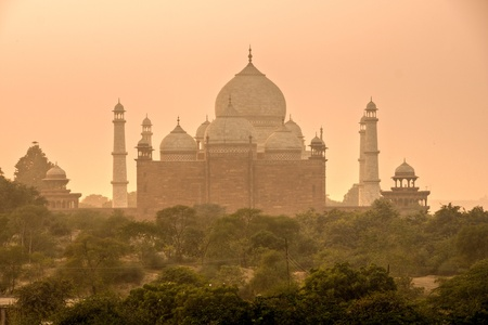 mahal: Panoramic view of Taj Mahal at sunset, Agra, Uttar Pradesh, India.