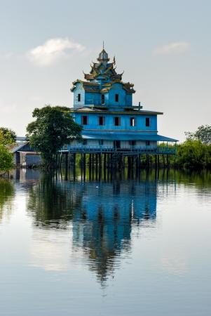 tonle sap: Typical House in the Tonle sap near battambang, Cambodia  Editorial