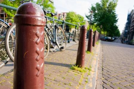gabled house: Amsterdam, xxx Pillar and bike