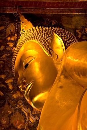 trone:  Buddha inside Wat Po Temple, bangkok, Thailand.  Stock Photo