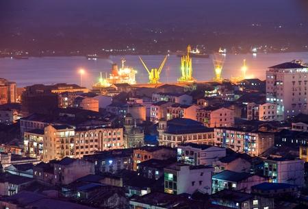 Myanmar: Vue de nuit de Yangon Yangon, Myanmar.