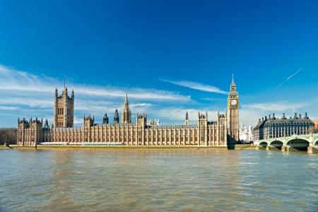 De Big Ben, het huis van het Parlement en de Westminster brug bij nacht, Londen, UK.
