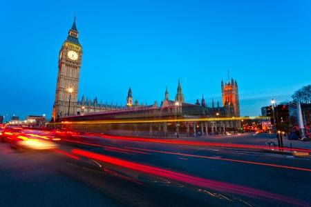 빅 벤, 의회 하우스와 밤, 런던, 영국 웨스트 민스터 다리. 스톡 콘텐츠