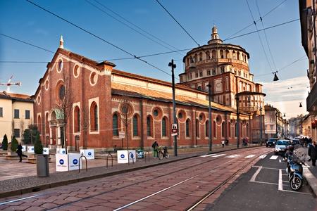 milánó: MILAN - december 11: Santa Maria dlle Grazie. A templom tartalmazza a freskó utolsó vacsora Leonardo da Vinci. December 11, 2009 Milánó, Olaszország. 2006-tól a Milan volt a 42. leglátogatottabb város világszerte 1,9 millió éves nemzetközi látogatók.