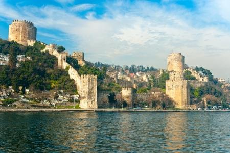 aljibe: La hermosa vista de la Fortaleza de Rumeli, Estambul, Turquía.