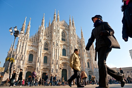 milano: MILAN - DECEMBER 11: Tourists at Piazza Duomo on December 11, 2009 in Milan, Italy. As of 2006, Milan was the 42nd most visited city worldwide, with 1.9 million annual international visitors.
