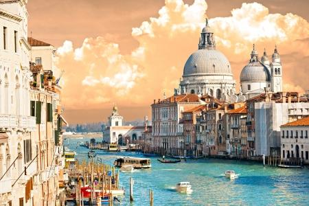 베니스, 산타 마리아 델라 경례의 그랜드 운하와 성당의보기. 이탈리아.