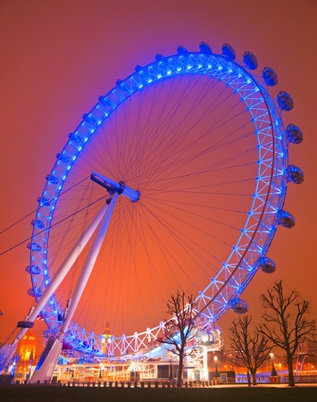 LONDON - MARCH 19 : The London Eye, erected in 1999, is a giant (135mt.) ferris wheel situated on the banks of the river thames. Is the most popular attraction of the UK. March 19, 2011 in London, UK.