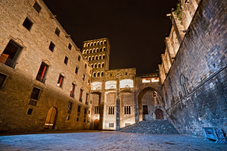 바르셀로나 : 새겨 져 델 레이에서 중세 팔라우 Reial (카탈루냐어에서 로얄 팰리스) (왕의 광장), 바리 Gotic (고딕 지구)의 중심부에. 바르셀로나, 카탈로니아, 스페인