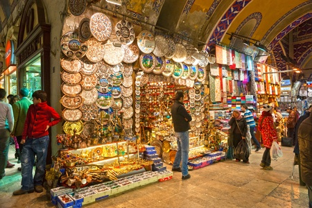 bazar: ISTANBUL : the Grand Bazaar, considered to be the oldest shopping mall in history