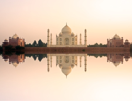 uttar: Panoramic view of Taj Mahal at sunset, Agra, Uttar Pradesh, India.