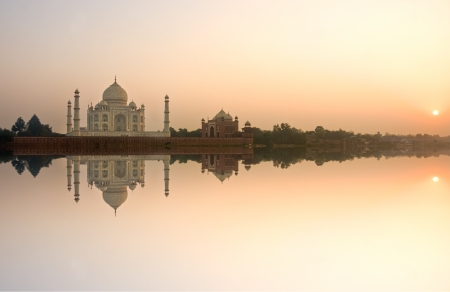 Panoramic view of Taj Mahal at sunset, Agra, Uttar Pradesh, India.