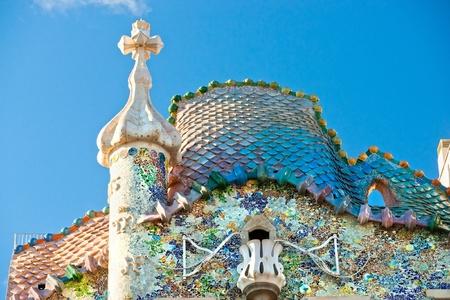 BARCELONA - 16. Dezember: Die Fassade des Hauses Casa Battlo (auch konnte das Haus der Knochen) von Antoni Gaudi mit seiner berühmten expressionistischen Stil am 16. Dezember 2011 Barcelona, ??Spanien Standard-Bild - 12877757