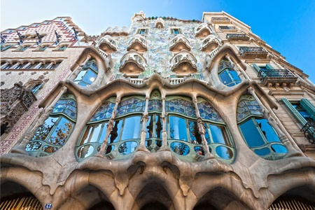 casa: BARCELONA - DECEMBER 16: The facade of the house Casa Battlo (also could the house of bones) designed by Antoni Gaudi with his famous expressionistic style on December 16, 2011 Barcelona, Spain
