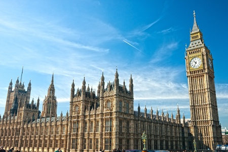 ビッグ ベンと国会議事堂、ウェストミン スター橋の夜、ロンドン、英国。 報道画像