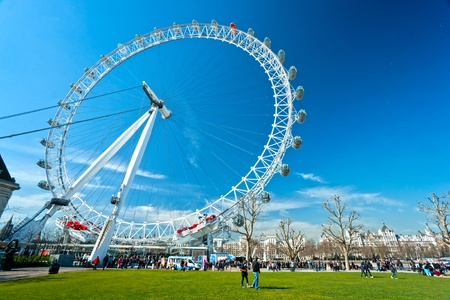 LONDON - MARCH 19 : The London Eye, erected in 1999, is a giant (135mt.) ferris wheel situated on the banks of the river thames. Is the most popular attraction of the UK. March 19, 2011 in London, UK. Stock Photo - 12877695