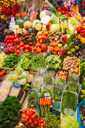 uva: Fruit market in Barcelona, Spain