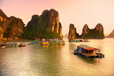 long lake: Halong Bay, Vietnam   Most popular place in Vietnam  Stock Photo