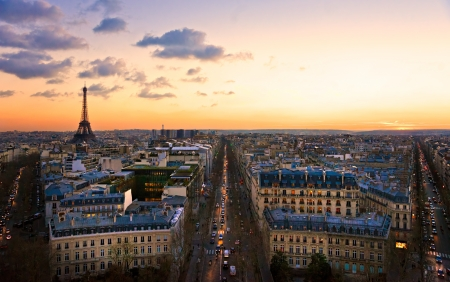 triomphe: View of the Eiffel tower at sunset, Paris. Stock Photo