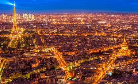 la tour eiffel: Aerial view of Paris at night, France.