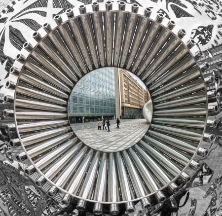 arabe: PARIS - 19 de noviembre: Vista del Institut du Monde Arabe con la estatua del elefante el 19 de noviembre de 2012 en París. El famoso edificio intercultural con gran ornamentación es de arquitecto Jean Nouvel. Editorial
