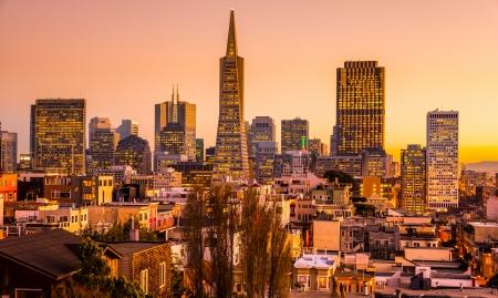 De horizon van San Francisco bij zonsondergang, California, USA