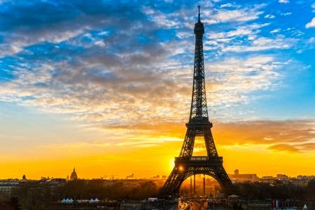 Uitzicht op de Eiffel toren bij zonsopgang, Parijs. Stockfoto