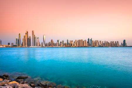 Rascacielos en Dubai Marina. Emiratos Árabes Unidos