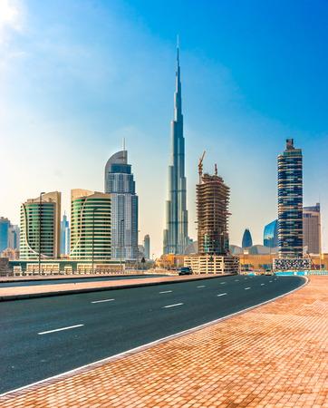 Dubai skyline al crepuscolo, Emirati Arabi Uniti. Archivio Fotografico - 26355031