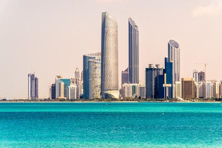 Abu Dhabi Skyline, Emirati Arabi Uniti Archivio Fotografico - 26883775