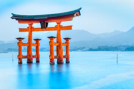 Miyajima, de beroemde drijvende Torii poort, Japan.