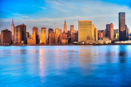 naciones unidas: Horizonte de Midtown Manhattan, Nueva York. EE.UU..
