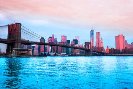 onu: Brooklyn bridge and Manhattan skyline in New York City, USA.