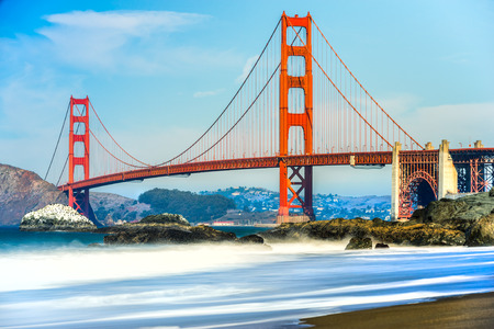portones: Puente Golden Gate en San Francisco, California, EE.UU..