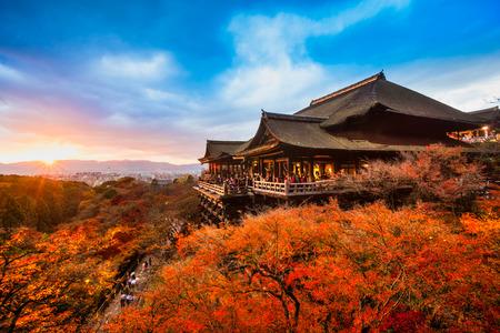 Herbst Farbe in Kiyomizu-dera-Tempel in Kyoto, Japan Standard-Bild - 46589243