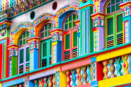 fachada: Fachada colorida del edificio en Little India, Singapur