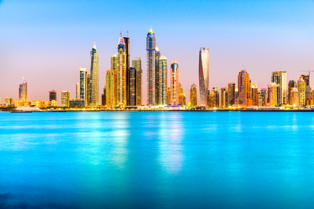 Wolkenkrabbers in Dubai Marina. Verenigde Arabische Emiraten