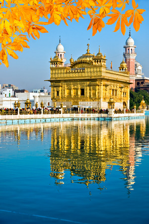 temple tank: Sikh gurdwara Golden Temple (Harmandir Sahib). Amritsar, Punjab, India Stock Photo