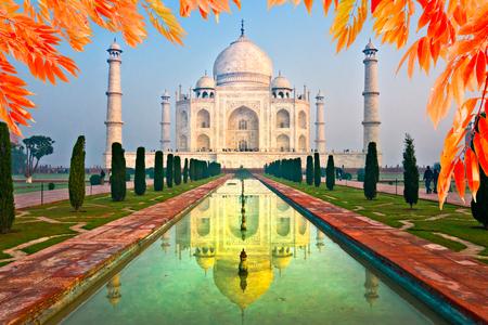 love dome: View of Taj Mahal at sunrise, Agra, Uttar Pradesh, India.