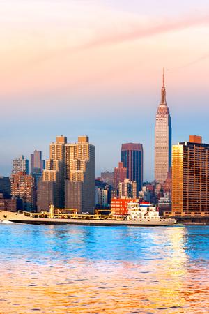 midtown manhattan: Midtown Manhattan skyline, New York City. USA.