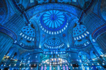 Inside The Blue Mosque, (Sultanahmet Camii), Istanbul, Turkey. 報道画像