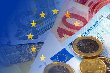 banconote euro: banconote, monete, Bandiera dell'Unione Europea Archivio Fotografico