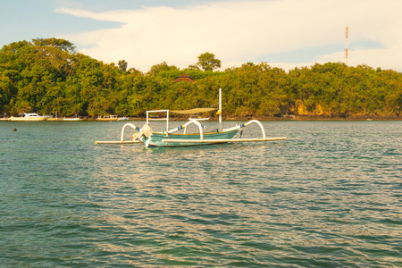 Retro styled seascape, indonesian traditional boat in bay Zdjęcie Seryjne
