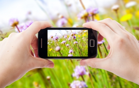 An image of shooting photographs with mobile phone Standard-Bild