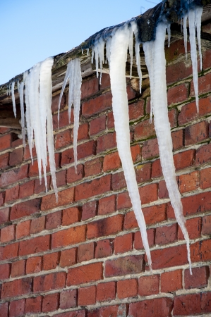 froze: An image of icicles on the roof