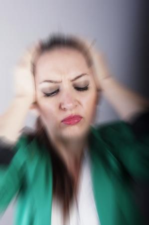 een beeld van de zakenvrouw met hoofdpijn