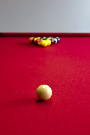 A red pool table before a game 版權商用圖片