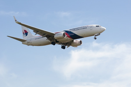 SEPANG, MALAYSIA - JULY 20: Boeing 737-8H6(WL) registered with number 9M-MLU owned by Malaysia Airlines (MAS) ready to landing at Kuala Lumpur International Air Port, Sepang, Malaysia on July 20, 2014. Редакционное