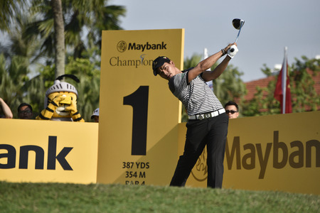ye: SUBANG, MALAYSIA - FEB 10: Aung Ye Htet of Myanmar teeing off during Maybank Championship 2017 at Saujana Golf and Country Club, Subang, Malaysia on February 10, 2017.